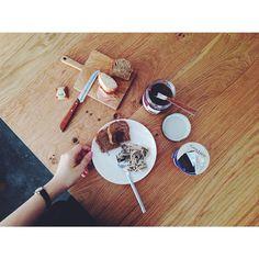 お昼休憩。 DOMORI のクレーマジャンドゥーヤを塗るパンを求めて、久しぶりにパンとエスプレッソとまで足を伸ばしてみる。美味しい。 #DOMORI #lunch #breadespressoand