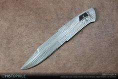 Blason templier ☩ Gravure laser sur le couteau monobloc en acier damassé « Blason templier » (réf. ICU1D01) ► http://www.histophile.com/couteau-damas-blason-templier-icu1d01.html