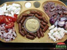 Aperitiv traditional cu toba, ceapa rosie, branza, etc Romanian Food, Romanian Recipes, Good Food, Yummy Food, Russian Recipes, Food Design, Fun Desserts, Food Art, Cookie Recipes