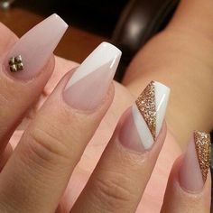 Decking your nails out in seasonal and patterned designs is fun, but there's nothing more chic and timeless than a classic nude manicure. But if you occasionally want to give your manicure an understated punch, pale nails aren't limited to one solid Hot Nails, Nude Nails, Coffin Nails, Hair And Nails, Acrylic Nails, Black Nails, Matte Nails, Stiletto Nails, Acrylics