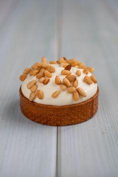 Tartelette Pignons de Pin & Fleur d'Oranger (Fleur d'Orient) Tartelette, Top Blogs, Pastry Chef, Guacamole, Pastries, Minions, Deserts, Food And Drink, Sweets