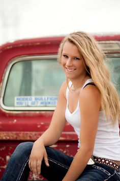 senior pictures country trucks. Talented photographer.