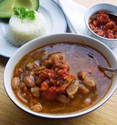 frijoles con Pezuña - part of the traditional meal My Colombian Recipes, Colombian Cuisine, Budget Meal Prep, Budget Meal Planning, Meals For Four, Large Family Meals, Pinto Bean Soup, Pinto Beans, Latin American Food