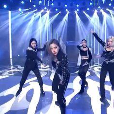 Korean Girl Fashion, Blackpink Fashion, Kpop Entertainment, Bts Jungkook And V, Grunge Couple, Mamamoo Kpop, Cool Dance Moves, Black Pink Dance Practice, Dance Kpop