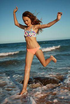 Afbeeldingsresultaat voor kristina pimenova in bikini Kristina Pimenova 2016, Young Fashion, Kids Fashion, Bikinis For Teens, Junior Fashion, Cute Young Girl, The Most Beautiful Girl, Beautiful Legs, Young Models