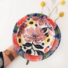 Platos de ceramica pintados y modelados a mano por la artista Josefina Jiménez (@jojimenez) Plates, Tableware, Pottery Plates, Painted Pottery, Art, Licence Plates, Dishes, Dinnerware, Griddles