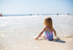 25 Low-Prep And Easy Indoor Activities For Toddlers - Easy Mommy Life Best Beaches For Kids, Best Family Beaches, Teach Baby To Swim, Learn To Swim, Fatherless Children, Teaching Babies, Indoor Activities For Toddlers, Best Sunscreens, Swim Lessons