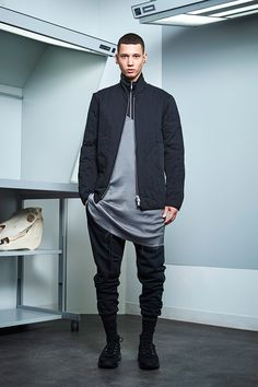 Siki Im presented its Fall/Winter 2017 collection during New York Fashion Week Men's. New Mens Fashion, Fashion 2020, New York Fashion, Urban Fashion, Fashion Show, Steampunk Fashion, Gothic Fashion, High Fashion, Cyberpunk Fashion