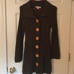 """Beautiful Dark Green Long Sweater! Brand: Wet Seal Beautiful Dark Green Long Sweater! Brand - Wet Seal! Has Big Buttons on outside that are snaps. Sweater comes to just above knee level - I'm 5'6"""". Size: Small Sweaters"""