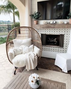 Awesome Spring Outdoor Decor Ideas You Should Copy Resin Patio Furniture, Outdoor Furniture Design, Backyard Furniture, Furniture Layout, Outdoor Curtains, Outdoor Living Areas, Outdoor Spaces, Outdoor Patios, Outdoor Kitchens
