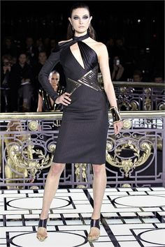 Haute Couture fashion week in Paris started with Atelier Versace spring/summer 2013 collection. Donatella Versace choose one of the top models of the - Atelier Versace, Paris Fashion Week, High Fashion, Fashion Show, Fashion Design, Fashion Spring, Fashion Women, Style Couture, Couture Fashion