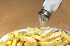 It's time for a that reducing salt and animal protein from your diet can help prevent kidney stones? Low Sodium Diet, Chinese Takeaway, Arteries And Veins, Western Diet, Table Salt, Foods To Avoid, Spice Mixes, Allergies, Healthy Foods