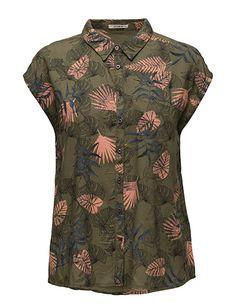 Køb Lee Jeans Sl Shirt (Army Green) hos Boozt.com. Vi har et stort sortiment fra alle de førende mærker og leverer til dig indenfor 1-2 dage.