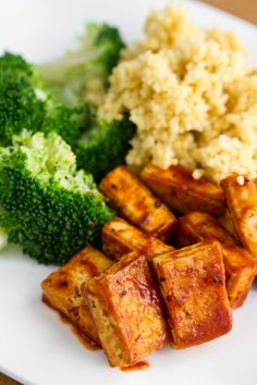Easy BBQ Tofu (1 package organic firm tofu (i.e. Sol Organic Firm Tofu), 1 tbsp high heat safe oil (such as grapeseed or coconut oil), Herbamare/sea salt, pepper,  & garlic powder for seasoning, 1/4 cup of your favourite BBQ sauce, plus more for serving if desired (i.e. Stubb's))
