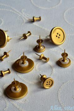 Allez, vite!: Nie mehr verzettelt - Pinwand aus Kork selber machen! Pins für die Pinnwand aus Knöpfen basteln!