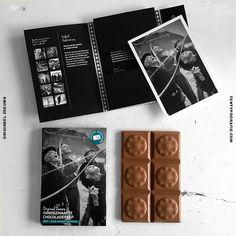 VERRASSING!! *Chocoladereep + ansichtkaart*Op de foto 1 van de inmiddels al weer 13 verschillende Handgemaakte Chocoladerepen. Ontworpen voor Origineel Zeeuws.  *Foto's*Met prachtige nostalgische foto's uit het archief van de vader van Ruden Riemens Photography. Dank je wel voor het beschikbaar stellen hiervan.  #origineel #zeeuws #zeeland #verpakking #design #ontwerp #grafisch #vlissingen #middelburg #domburg #veere #walcheren #zeeuwseknoop
