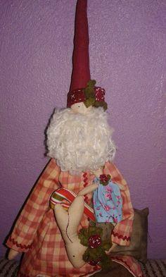 Esta é o Noel santa Klaus -  Ótima opção para decoração natalina. Ele carrega consigo um sortido sacos de presentes, com coelhos, boneca, bengalas.....é só você escolher um e pedir , quem sabe ele não lhe dar ??