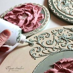 Learn how to make beautiful crafts with homemade pasta relief ~ Beauty and Hair Plaster Crafts, Plaster Art, Clay Crafts, Home Crafts, Diy And Crafts, Arts And Crafts, Plaster Walls, Decoupage, Decoration Shabby
