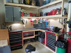 Check out our collection of garage designs to find your ideal garage workshop plans. The floor plan for the perfect garage. Store lumber, metal, pipe, and all raw materials as close to the entry point as possible. Garage Bench, Garage Shed, Garage House, Garage Plans, Garage Tools, Garage Workshop Organization, Garage Tool Storage, Organization Ideas, Storage Ideas