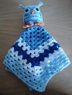(Made by Susanne Elfrom Nguyen) Hæklet sutteklud. opskrift til ugle fundet på http://www.topping.dk/blog/emner/gratis-haekleopskrifter/haeklede-dyr-opskrifter/