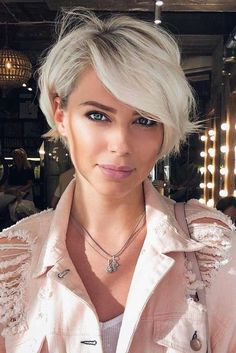Short Pixie Bob Platinum Blonde Haircut With Side Bangs ❤️ Our collection of latest short hair trends 2018 Hair Trends 2018, Short Hair Trends, Latest Hair Trends, Girl Short Hair, Blonde Short Hair Pixie, Short Pixie Bob, Short Cut Hair, Short Blonde Haircuts, Short Hair In Back