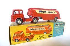 Corgi Toys - Corgi Major Bedford Cab Mobilgas Petrol Tanker - N°1140