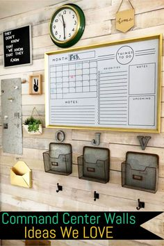 Home Command Center Ideas (LOVE the pallet wall - so rustic farmhouse looking!) How to make a home command center or family organizaton center on your wall. These easy DIY family command center wall ideas are so helpful for getting organized and STAYING o Family Command Center, Command Center Kitchen, Chalkboard Command Center, Kitchen Message Center, Chalkboard Calendar, Farmhouse Side Table, Rustic Farmhouse, Farmhouse Office, Diy Home Decor