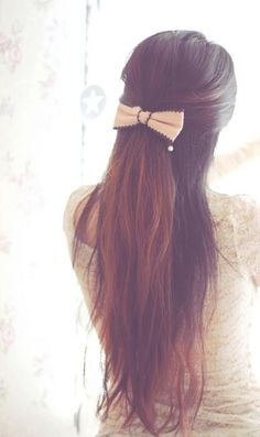 brunette hair with bow. I want her hair! My Hairstyle, Pretty Hairstyles, Straight Hairstyles, Bow Hairstyles, Tips Belleza, Clip In Hair Extensions, Brunette Hair, Long Brunette, Hair Day