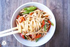 Easy Lo Mein Noodle Recipe | HealthyGroceryGirl.com | #Healthy #Food #HealthyKidRecipe  *Make this with rice noodles*