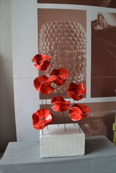 freseaubernardpotier.jimdo.com #coquelicot   #potier  #céramiste Ceramic Poppies, Ceramic Flowers, Clay Flowers, Porcelain Ceramics, Ceramic Pottery, Ceramic Art, Cement Art, Deco Floral, Paperclay