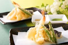 旬の食材を使った、さくっ!ふわっ!天ぷらは人気のメニュー。天つゆや抹茶塩などお好みの風味で♪