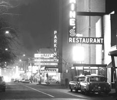 PHOTO – CHICAGO – RUSH STREET – NIGHT – JIM SAINE'S RESTAURANT RIGHT – THE HAPPY MEDIUM CENTER – 1963 | CHUCKMAN'S PHOTOS ON WORDPRESS: CHICAGO NOSTALGIA AND MEMORABILIA Chicago Photos, Media Center, Old Photos, Wordpress, Nostalgia, Restaurant, Street, Night, Medium