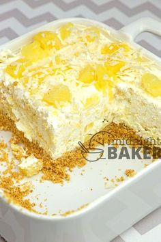Easy no-bake summery dessert with a creamy pineapple filling. Easy no-bake summery dessert with a creamy pineapple filling. Fluff Desserts, Cold Desserts, Pudding Desserts, Easy Desserts, Delicious Desserts, Yummy Food, Cool Whip Desserts, Health Desserts, No Bake Summer Desserts