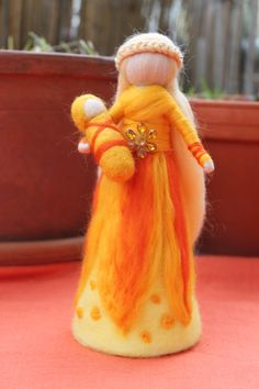 Sonnenfee mit Baby,Fee, stehend von Jalda auf www.DaWanda.com/Shop/Jalda-Filz #DIY #Fee #Geburt #Taufe #Waldorfart