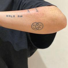 Dainty Tattoos, Dope Tattoos, Pretty Tattoos, Small Tattoos, Tattoos For Guys, Tatoos, Rebellen Tattoo, Tattoo Set, Piercing Tattoo