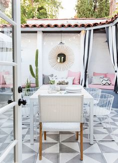 southwest style outdoor space with built-in benches + pink pillows and cushions // patio makeover Outdoor Rooms, Outdoor Living, Outdoor Furniture Sets, Outdoor Kitchens, Furniture Ideas, White Patio Furniture, Outdoor Tiles, Outdoor Patios, Furniture Layout