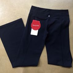 NWT Lululemon black Groove Pants 6 Brand new with original tags still attached of $98.  Reversible  luon fabric.  Size 6. I ONLY SELL AUTHENTIC ITEMS.. I DONT SUPPORT FAKES lululemon athletica Pants Track Pants & Joggers How To Run Faster, Lululemon Athletica, Bermuda Shorts, Joggers, Sad, Bright, Brand New, The Originals, Fabric