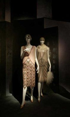 The Rise and Fall of the Hem – 1920′s Dresses    By 1925, skirt hems had risen by up to 16 inches, just above the knee.It is this hem length that defines the flapper dress, and not the tardy retro 1960′s mini version. Skirts and dresses were weighed heavily with beading. Evening frocks in the early 1920′s were quite short, and it is in this period that the ' flapper' image took hold. By 1929 however the hems, along with the Wall Street stock exchange – virtually fell to just above the ankle…