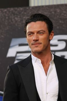 Luke Evans aka Bard from the Hobbit. Yum