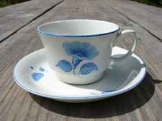 Vintage ARABIA Finland White with Blue floral details porcelain tea cup in normal vintage condition. Measures: saucer - in diam. Hopea, Hot Apple Cider, Blue And White China, Vintage Dishes, Teacups, Cup And Saucer, Finland, Hot Chocolate, Tea Time