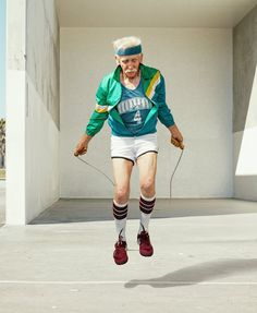 In his series 'the golden years', Los Angeles-based photographer Dean Bradshaw has captured hilarious scenes of elderly men and women in the midst of super sport, wrestling, lifting weights and playing an intense game of basketball. Basketball Photography, Sport Photography, Nature Photography, Sacha Goldberger, Dean, Online Fitness, The Golden Years, Elderly Man, Why So Serious