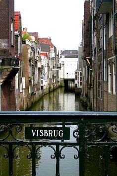 Dordrecht - De Visbrug, een brug over de voormalige Voorstraathaven.