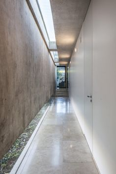 Image 8 of 37 from gallery of BT House / Estudio Jorgelina Tortorici Arq. Photograph by Alejandro Peral Modern Architecture House, Architecture Design, Futuristic Architecture, Modern Houses, Outdoor Living Rooms, Hospital Design, Concrete Houses, Industrial House, House Layouts