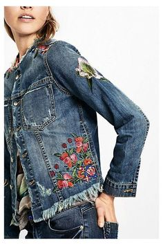 50 Diverse Ideas of Denim Jackets Decor – Livemaster 2019 clothing clothing labels clothing patches clothing wholesale flower clothing fly shirts shirts for ladies shirts sunshine coast style clothing tee shirts clothing Sommer Garten Hochzeits Kleider Embroidered Denim Jacket, Embellished Jeans, Embroidered Clothes, Denim And Lace, Estilo Jeans, Mode Jeans, Denim Ideas, Lesage, Embroidery Fashion