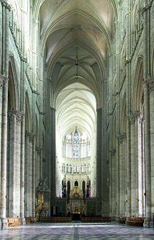 Catedral de Amiens - Interior de la catedral desde la entrada principal.