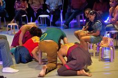 """O Teatro Cacilda Becker recebe o Projeto Parabólica, que apresenta o espetáculo de dança contemporânea infantil """"Entrelace"""", em cartaz até o dia 1 de junho, com ingressos a R$ 10."""