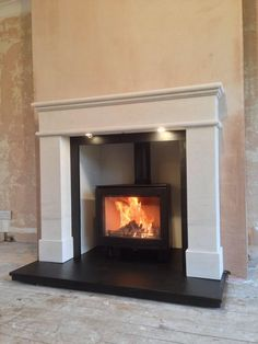 Another great installation of the fireplace insert Contura i5 with short legs.