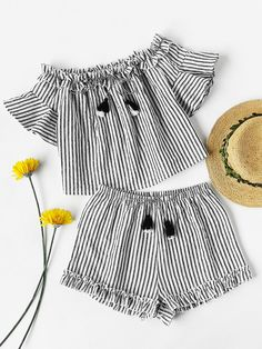 ¡Cómpralo ya!. Tasseled Tie Frilled Bardot Top And Shorts Co-Ord. Shorts Black and White Cotton Striped Round Neck Short Sleeve Ruffle Tassel Casual Vacation Boho Fabric has no stretch Summer Two-piece Outfits. , tophombrosdescubiertos, sinhombros, offshoulders, offtheshoulder, coldshoulder, off-the-shouldertop, schulterfreiestop, tophombrosdescubiertos, topdosnu, topspallescoperte, hombrosdescubiertos. Top hombros descubiertos  de mujer   de SheIn.
