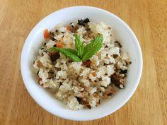 Pirinç Pilavı Tarifi Vegan Fried Rice, Vegan Fries, Spicy Rice, Vegan Chili, Vegan Vegetarian, Gluten Free Rice, Spinach Leaves, Rice Dishes, Coriander