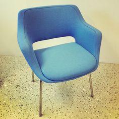 Kilta tuoli uudelleenverhoiltuna